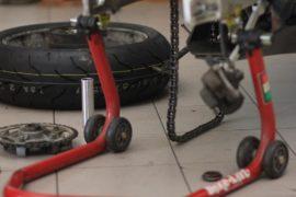 Balansiranje i ugradnja moto i skuter guma